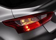 Cụm đèn hậu trên phiên bản sedan được thiết kế theo phong cách hiện đại, cá tính nhưng vẫn giữ được nét sang trọng và lịch lãm.