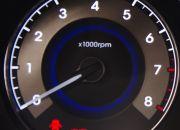 Đồng hồ đo vòng tua máy phía bên trái.