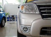 Cụm đèn trước đầu xe được thiết kế rất gọn gàng, dành chổ cho các chi tiết lớn như lưới tản nhiệt và hốc hút gió.