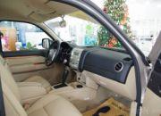 Hàng ghế trước của xe khá tiện nghi và thoải mái với khoảng duỗi chân khá hào phóng.