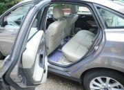 Cửa sau của xe cũng tương tự như phần cửa trước. Chỉ khác là nó không có nhiều nút chỉnh kính và gập gương.