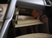 Hộc chứa đồ bên ghế phụ cũng có đèn