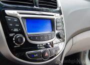 Các chi tiết bằng nhựa cứng, mạ bạc và chrome đem lại cái nhìn lịch lãm và sang trọng cho bảng điều khiển trung tâm xe.