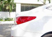 Đuôi xe nhìn ngang trông khá mượt mà, phần mũi cốp nhô hẳn và lồi ra giúp tăng cường tính khí động học và thẩm mỹ cho chiếc xe.