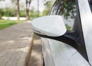 Gương chiếu hậu chỉnh điện, cùng màu thân xe và tích hợp đèn báo rẽ.