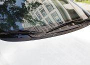 Kính chắn gió và gạt nước mưa được thiết kế tương tự như các dòng xe khác.