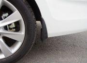 Chắn bùn nguyên bản được trang bị cho cả lốp trước và lốp sau.