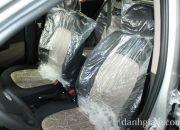 Ghế xe bọc nỉ có thiết kế bắt mắt trên các phiên bản động cơ 1.0L. Phiên bản động cơ 1.25L được trang bị ghế xe bọc da và nỉ kết hợp