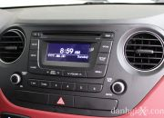 Xe trang bị hệ thống giải trí AM/FM tương thích nghe nhạc MP3 cùng các cổng kết nối đa phương tiện AUX/USB. Riêng phiên bản 1.25L AT còn được trang bị ổ đĩa CD, kết nối Bluetooth