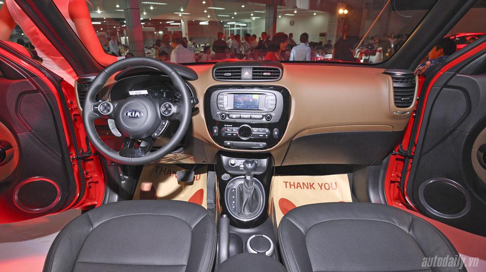 Mẫu xe sở hữu kiểu dáng hình hộp độc đáo thu hút sự chú ý của mọi người, đồng thời, thiết kế này còn mang đến một không gian nội thất ấn tượng cho SOUL.